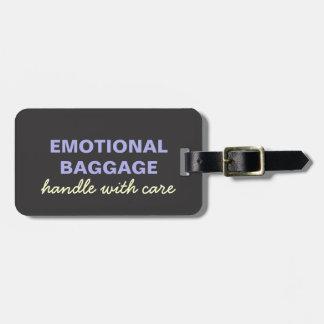 Emotionellt bagage: Behandla med omsorgslilagult Bagagebricka