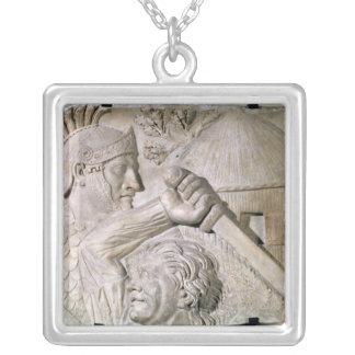 En barbar- stridighet en romersk legionary halsband med fyrkantigt hängsmycke
