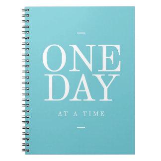 En dag - för citationsteckenkricka för mål anteckningsbok