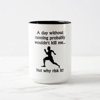 En dag utan spring Två-Tonad mugg