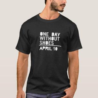 En dag Without skor - April 10 T Shirt