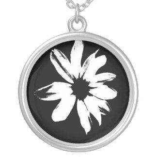 En daisy ett svartvitt daghalsband silverpläterat halsband