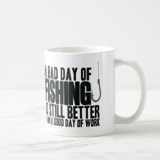 En dåligadag av fiske är stilla förbättrar… kaffemugg