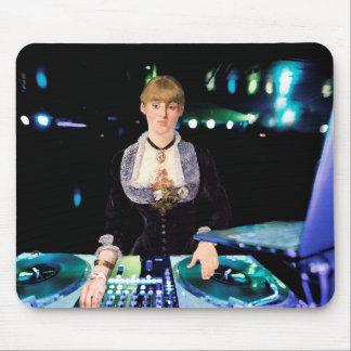 En DJ på Foliesen-Bergère Musmattor