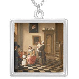 En familj i en insida silverpläterat halsband
