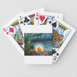En flod och ett läger avfyrar i en djungel spelkort