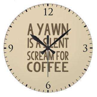 En gäspning är ett tyst skri för kaffe stor rund klocka