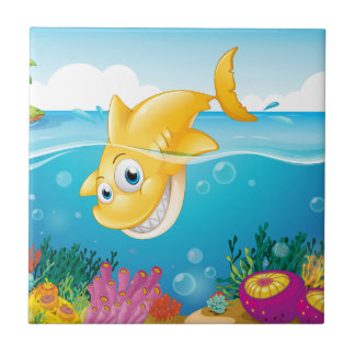 En gul hajdykning in i havet kakelplatta