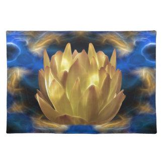 En guld- lotusblommablomma och reflexioner bordstablett
