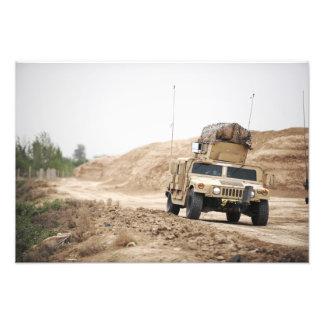 En Humvee förar säkerhet Konstfoto