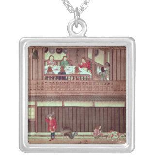 En inhemsk plats   av en rulla) silverpläterat halsband