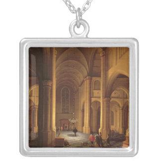 En kyrklig insida silverpläterat halsband