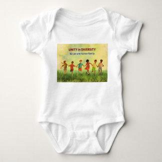 En människafamilj tröja
