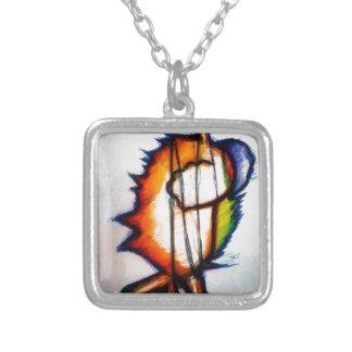 En musik kan du känselförnimmelsen och att se silverpläterat halsband