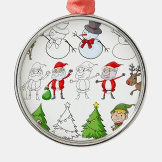 En ren bredvid jultomten med hans listar rund silverfärgad julgransprydnad
