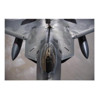 En rovfågel för US-flygvapen F-22 tankas Foton