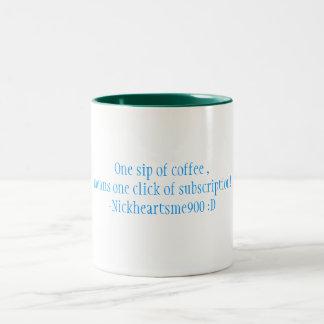 En smutt av kaffe, elak en klickar av subscrip… Två-Tonad mugg