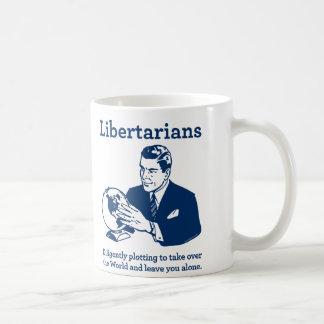 En som tror på läran om viljans frihettäppan kaffemugg
