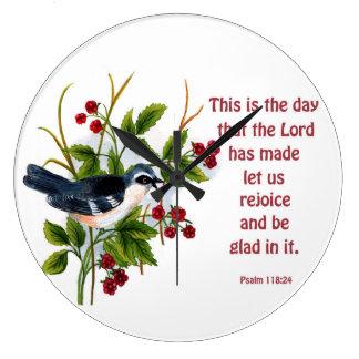 en songbird i en bärbuske med scripture stor klocka