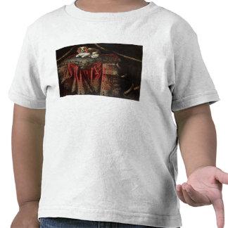 En spaniel som placeras på broderad, dämpar tröja