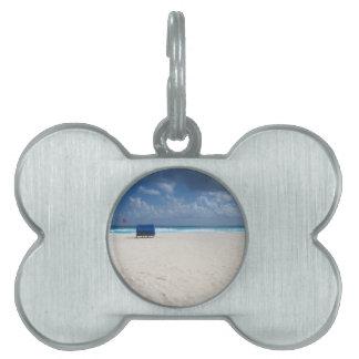 En strandstol väntar på ID-bricka husdjur