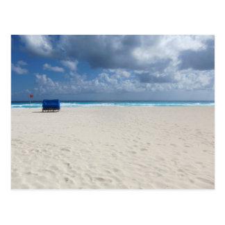 En strandstol väntar på vykort