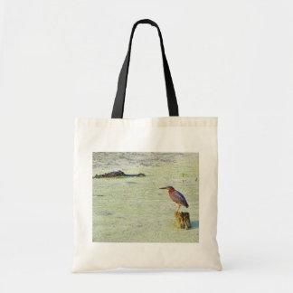En Tricolor Heron och en alligator Tygkassar