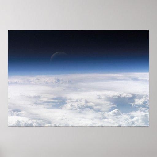 En växande måne för blått affisch
