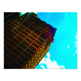En vibrerande och högväxt byggnad mot blå himmel tillkännagivande