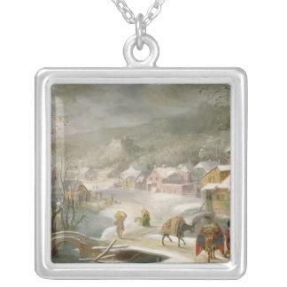 En vinter landskap med handelsresandear på en väg silverpläterat halsband