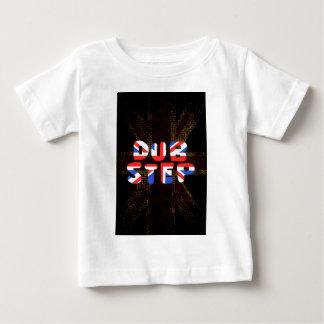 Engelska dubbar kliver tröjor
