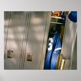 Enhetlig baseball och utrustning i skåp poster