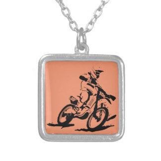 Enkel Motorcross cykel och ryttare Silverpläterat Halsband
