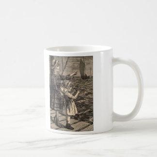 Enkla nöjeträsnittflickor på en pir kaffemugg