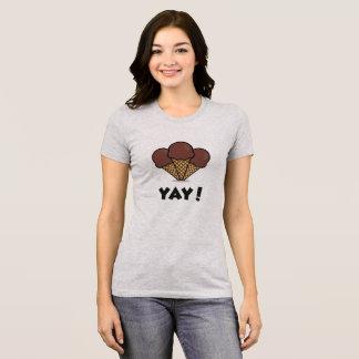 Enorm glass Yay! Grå färgT-tröja Tröja