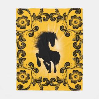 Enorm hästsilhouette med dekorativa damaster fleecefilt