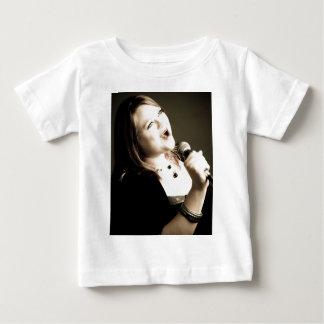Erin Krebs dräkt T-shirt