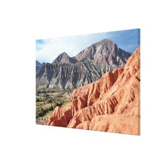 Eroderad bergskedja i det Salta landskapet Canvastryck