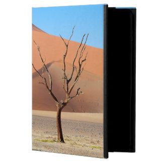 Ett dött träd på en ökenslätt med dyner iPad air skal