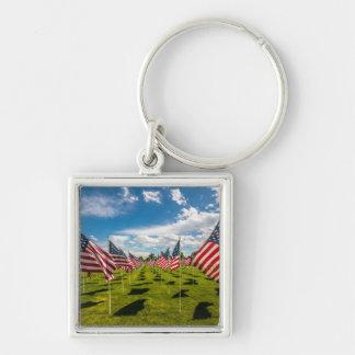 Ett fält av amerikanska flaggan på V-dag minne Fyrkantig Silverfärgad Nyckelring