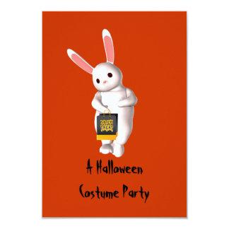 """""""Ett Halloween dräktparty"""" - kaninen med godisen 8,9 X 12,7 Cm Inbjudningskort"""
