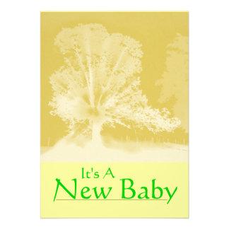 Ett nyfödd bebismeddelandekort personliga inbjudan