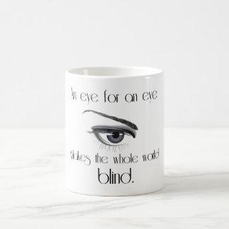 Ett öga för ett öga gör den hela världsblinden kaffemugg
