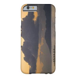 Ett outriggerkanotlag övar av kusten barely there iPhone 6 skal