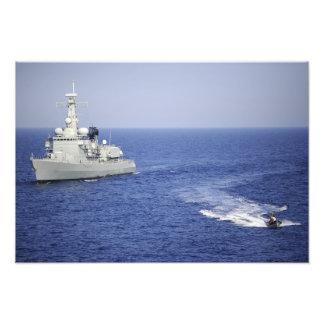Ett portugisiskt marinlag i ett uppblåsbart fartyg fotontryck