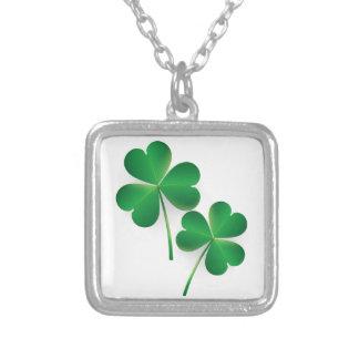 Ett Sts Patrick Shamrock för daggrönt Halsband Med Fyrkantigt Hängsmycke
