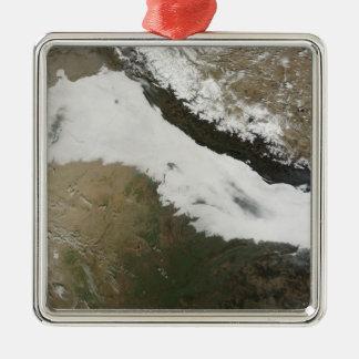 Ett tjockt packar ihop av låga moln julgransprydnad metall