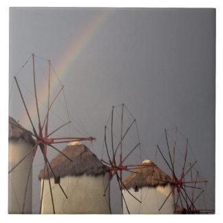 Europa Grekland, Mykonos. vind mal med regnbågen Kakelplatta