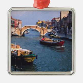 Europa italien, Venedig. Fartyg som in kommer med Julgransprydnad Metall