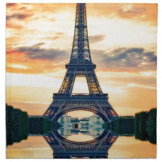 Europén för den Eiffel tornParis aftonen reser Tygservett